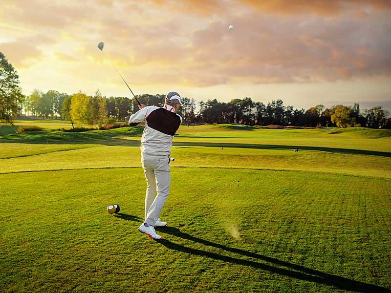 Golfer - kein Original-Foto aus Göhren-Lebbin I alexsokolov - stock.adobe.com