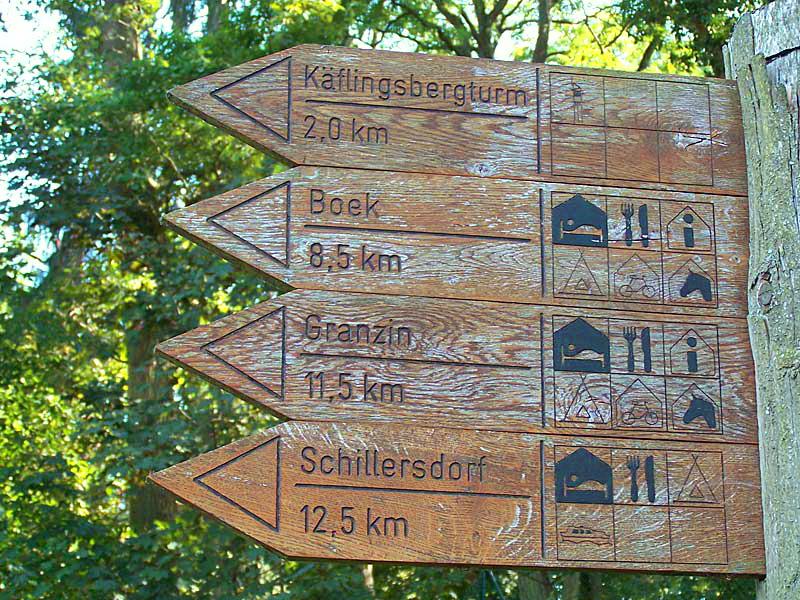 Hinweisschild für Wander- und Radtouren
