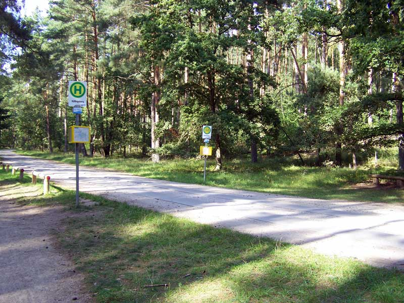 Bushaltestelle für Nationalpark-Ticket